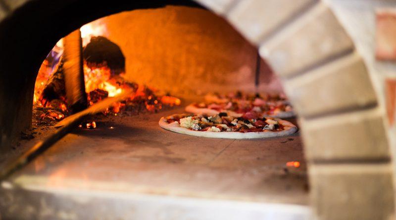 Four à pizza professionnel : Bois ou électrique ?