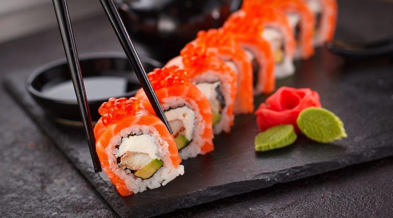 bien rouler les sushis, comment faire